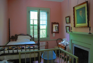 800px-French_Legagtion_Robertson_Girls_Bedroom